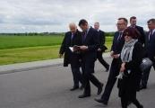 Pokaż powiększenie powyżej: Wicepremier Mateusz Morawiecki z wizytą na Majdanku