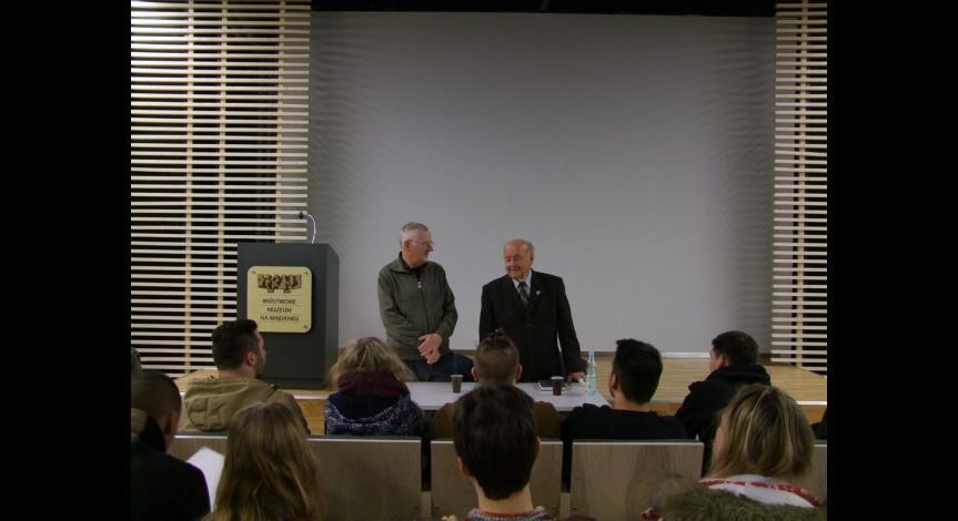 Powiększ obraz: Spotkanie młodzieży z Waltrop ze świadkiem historii