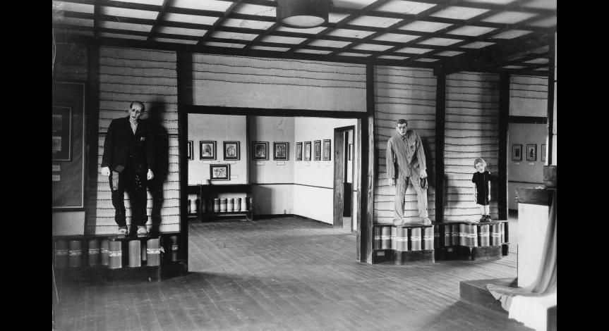 Zoom image: Wax figures of prisoners, 1945