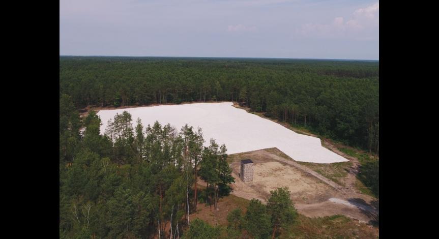 Powiększ obraz: Zabezpieczenie polany masowych mogił w Sobiborze, fot. Piotr Bartmiński