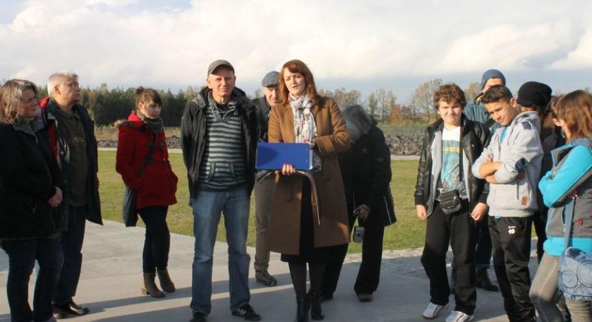 Powiększ obraz: Niezwykłe upamiętnienie Żydów z Izbicy deportowanych do Bełżca