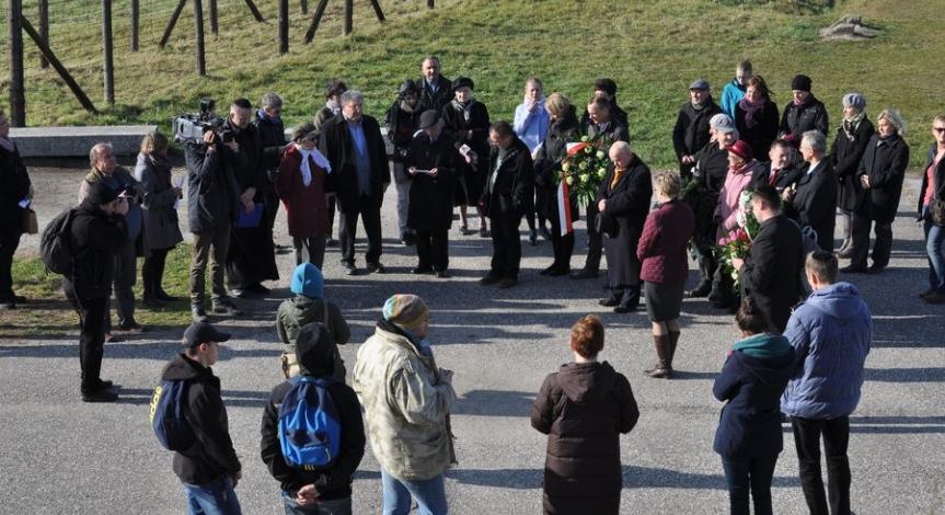 Powiększ obraz: Rocznica krwawej środy na Majdanku