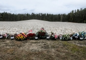 Pokaż powiększenie powyżej: 77. rocznica powstania więźniów niemieckiego obozu zagłady w Sobiborze