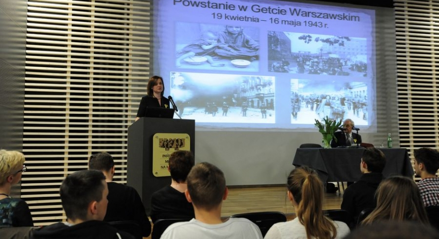 Powiększ obraz: Holocaust Remembrance Day at the State Museum at Majdanek