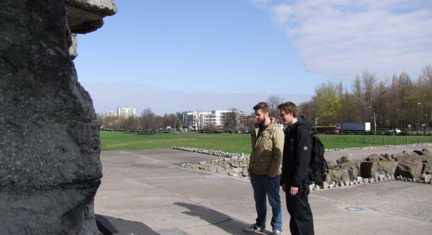 Powiększ obraz: Praktykanci z Daimler AG w Muzeum na Majdanku