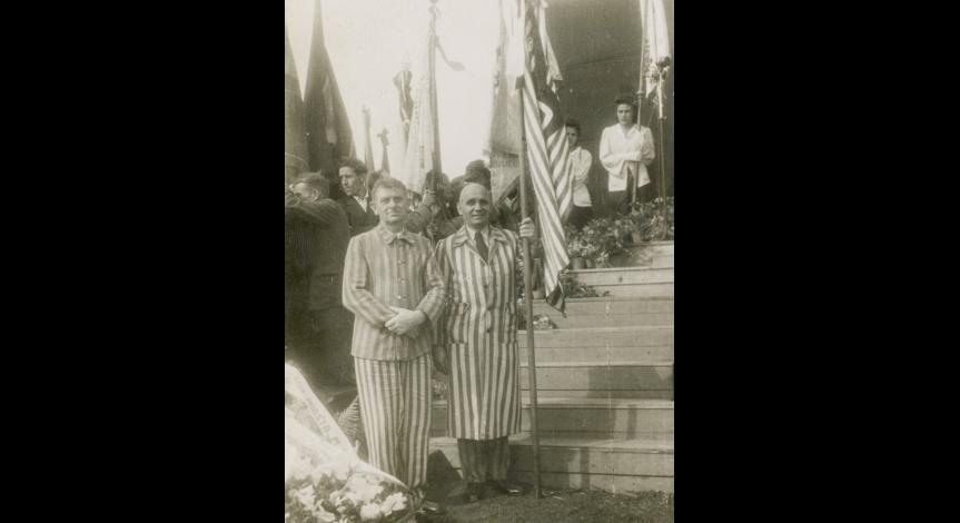 Zoom image: Former Majdanek prisoners during commemoration ceremony, 1946