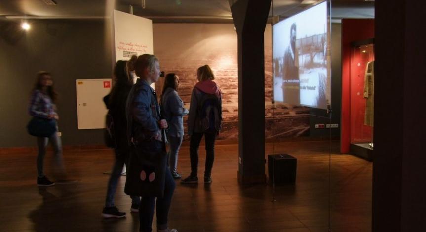 """Powiększ obraz: Program """"Kultura dostępna"""" w działaniach Państwowego Muzeum na Majdanku"""
