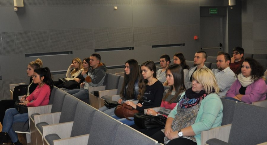 Powiększ obraz: Studenci I roku animacji kultury na Majdanku