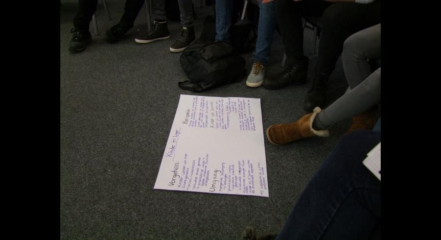 Powiększ obraz: Młodzież z Bottrop poznaje historię obozu na Majdanku
