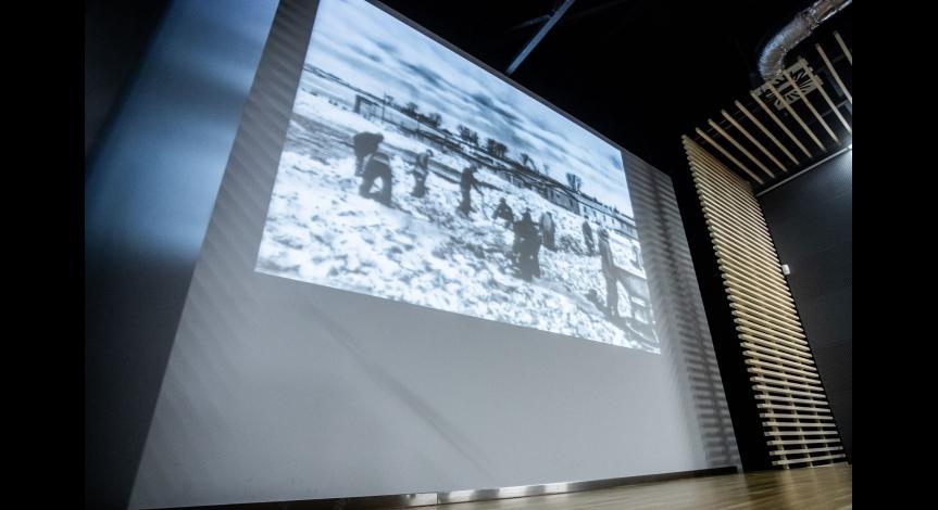 Powiększ obraz: Pamięć o ofiarach Holokaustu