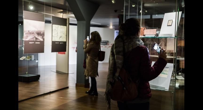 Powiększ obraz: Przedstawiciele wymiaru sprawiedliwości odwiedzili muzeum