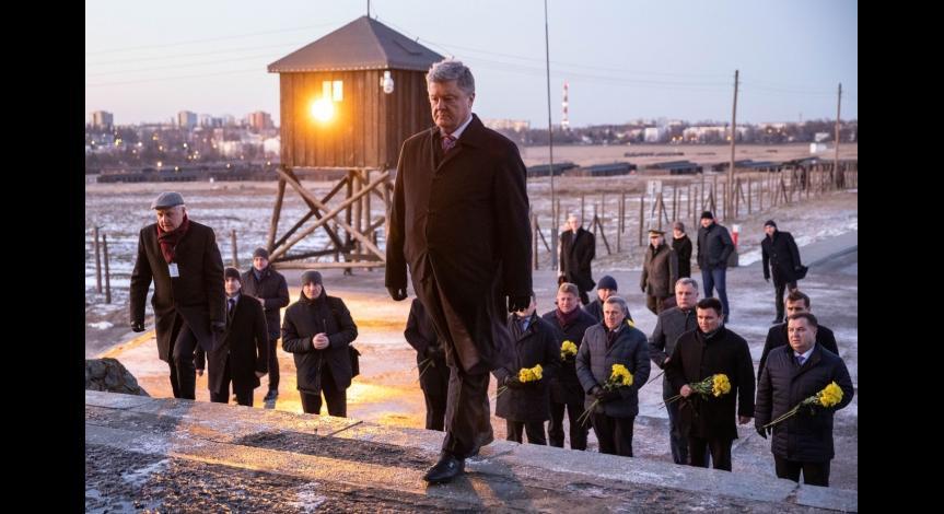 Powiększ obraz: Petro Poroszenko z wizytą na Majdanku