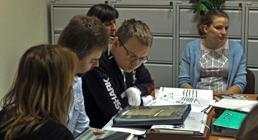 Powiększ obraz: Doktoranci Instytutu Historii UMCS na Majdanku
