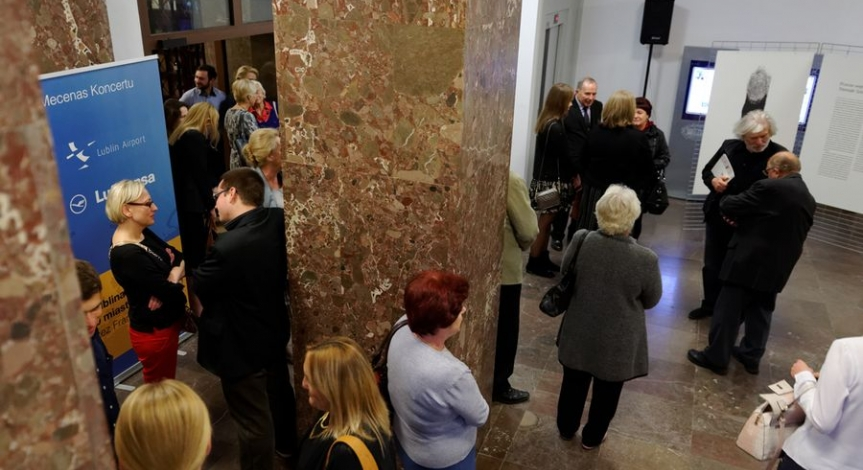 Powiększ obraz: Wystawa Przeciw wojnie - Międzynarodowe Triennale Sztuki na Majdanku
