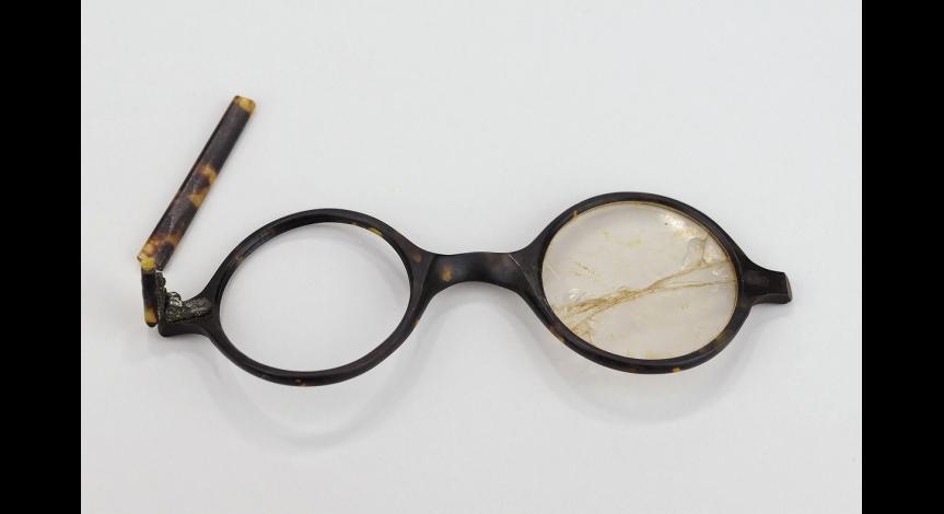 Powiększ obraz: Okulary korekcyjne – własność więźnia przybyłego do obozu