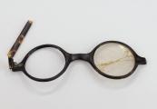Pokaż powiększenie powyżej: Okulary korekcyjne – własność więźnia przybyłego do obozu