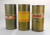 Pokaż powiększenie powyżej: Puszki po Cyklonie B używanym do mordowania w komorach gazowych