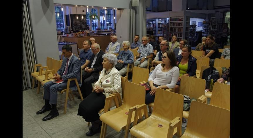 Powiększ obraz: Promocja nowego wydania wspomnień Jerzego Kwiatkowskiego w Warszawie
