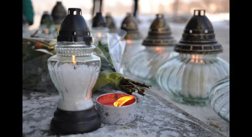 Powiększ obraz: Międzynarodowy Dzień Pamięci o Ofiarach Holokaustu
