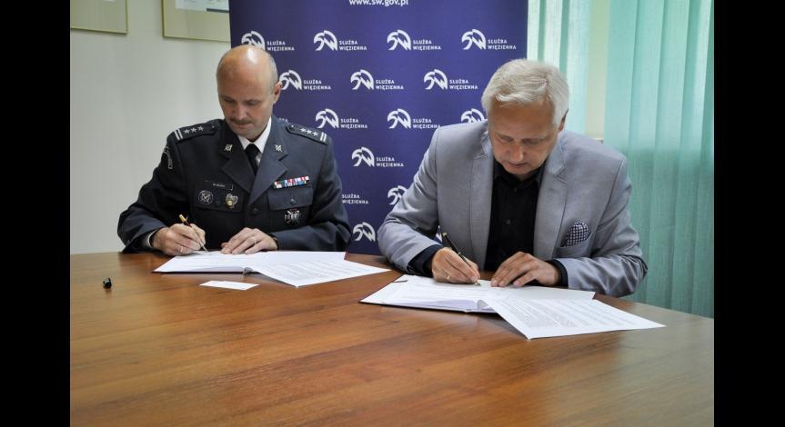 Powiększ obraz: dyrektor OISW w Lublinie płk Włodzimierz Jacek Głuch, dyrektor PMM Tomasz Kranz