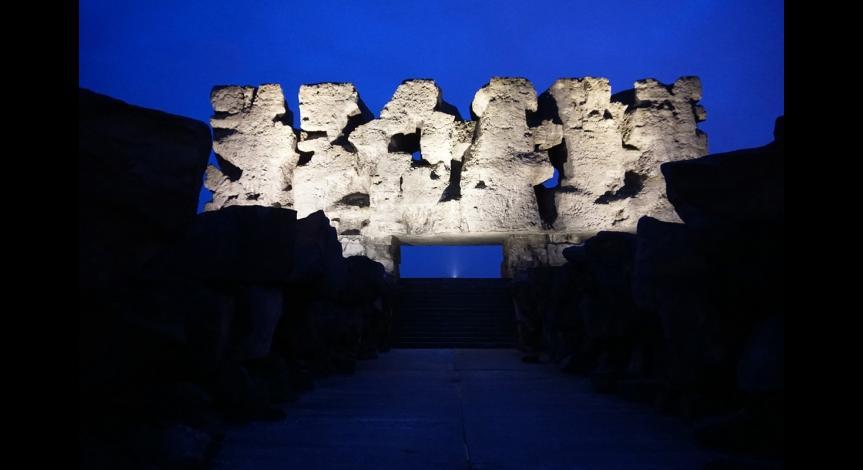 Powiększ obraz: Pomnik-Brama