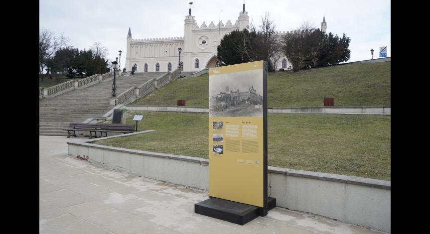 Powiększ obraz: Jedna z plansz przy Zamku Lubelskim