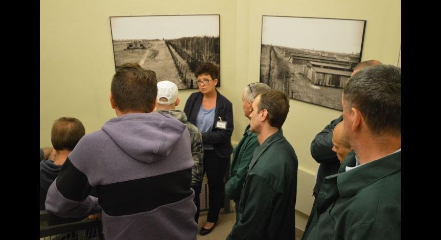 Powiększ obraz: Historia ukryta w fotografii – zajęcia edukacyjne dla osadzonych w Zakładzie Karnym w Opolu Lubelskim