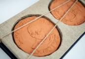 Pokaż powiększenie powyżej: Medal św. Maksymiliana Kolbe dla Państwowego Muzeum na Majdanku