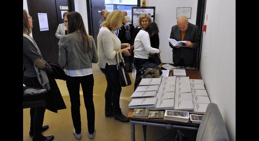 """Powiększ obraz: Promocja książki """"Majdanek w dokumentach"""""""