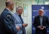 Pokaż powiększenie powyżej: Na zdjęciu od lewej dyrektor OISW w Lublinie płk Włodzimierz Jacek Głuch, dyrektor PMM Tomasz Kranz, zastępca dyrektora PMM Wiesław Wysok