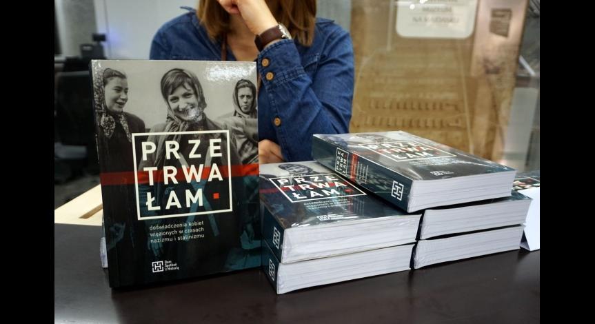 """Powiększ obraz: Dyskusja wokół książki """"Przetrwałam. Doświadczenia kobiet więzionych w czasach nazizmu i stalinizmu"""""""