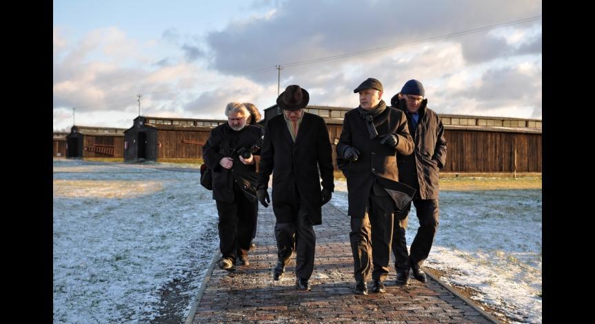 Powiększ obraz: Ambasador Francji z wizytą na Majdanku