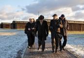 Pokaż powiększenie powyżej: Ambasador Francji z wizytą na Majdanku