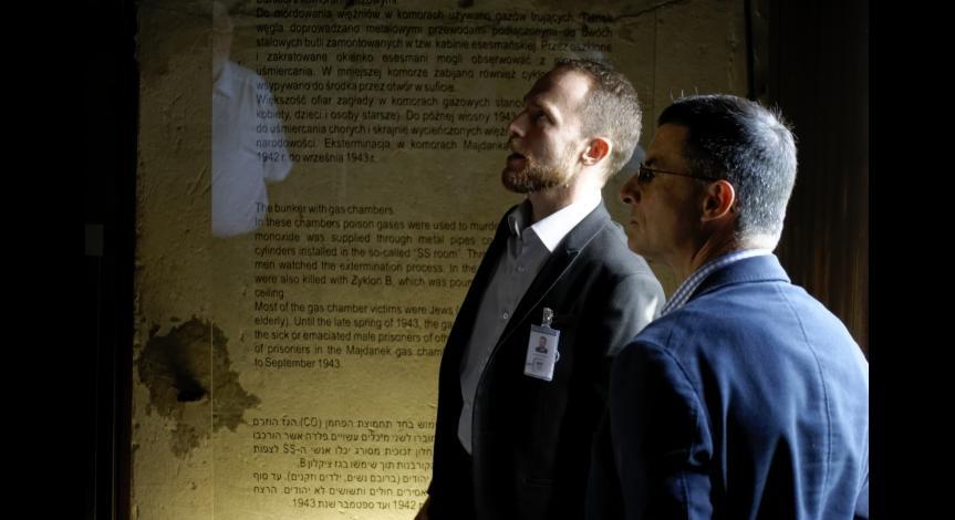 Powiększ obraz: Oprowadzanie gości z Instytutu Hoovera po terenie Muzeum