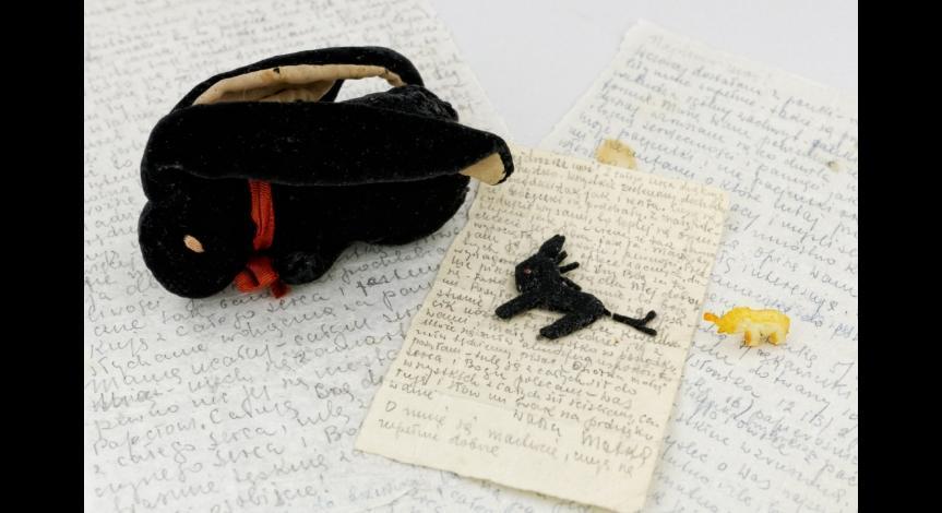 Powiększ obraz: Grypsy i maskotki wysłane z Majdanka do córki