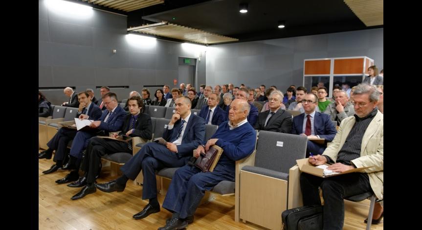 Powiększ obraz: O przyszłości miejsca pamięci w Sobiborze na międzynarodowej konferencji naukowej