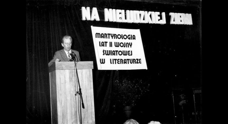 """Zoom image: Konferencja """"Na nieludzkiej ziemi"""", 18-19 kwietnia 1989"""