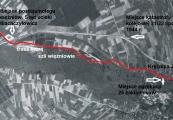 Pokaż powiększenie powyżej: Zdjęcie lotnicze 1944 r. z trasą przemarszu więźniów przez Krężnicę Jarą
