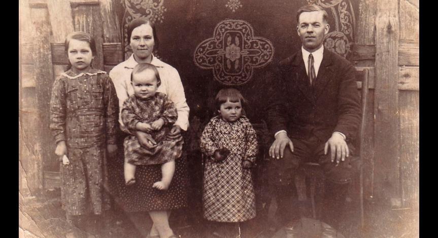 Powiększ obraz: Rodzina Wilczaków przed wojną