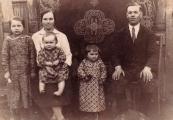 Pokaż powiększenie powyżej: Rodzina Wilczaków przed wojną
