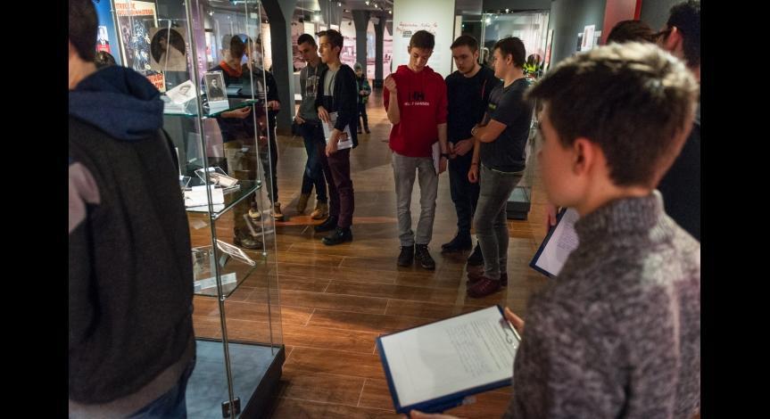 """Powiększ obraz: Program """"Kultura dostępna"""" w Muzeum na Majdanku"""
