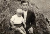 Pokaż powiększenie powyżej: Julian Mazurek (na zdjęciu z ojcem Józefem)