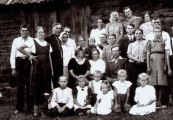 Pokaż powiększenie powyżej: Rodzina Obirków po wojnie