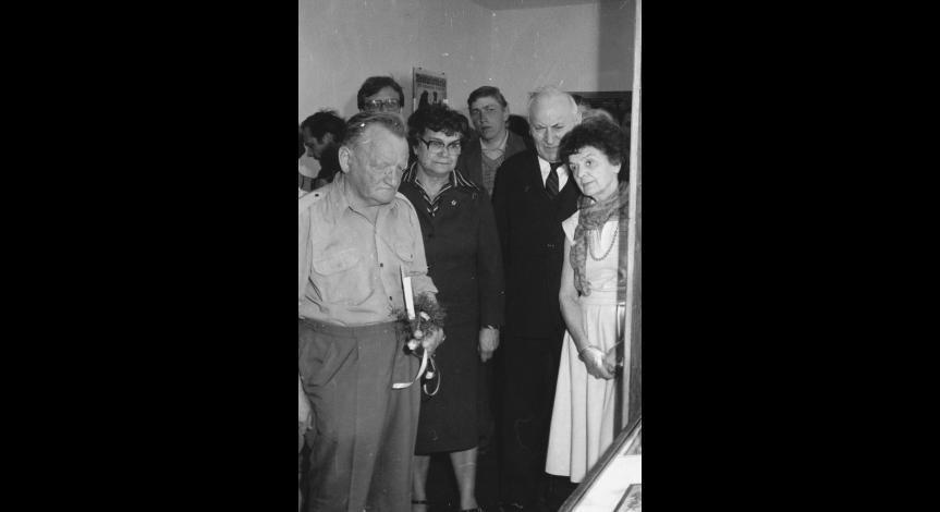 """Zoom image: Otwarcie wystawy """"Pamiątki poobozowe"""", 24 kwietnia 1986"""