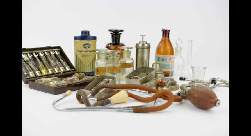 Powiększ obraz: Przyrządy medyczne należące do doktor Perzanowskiej