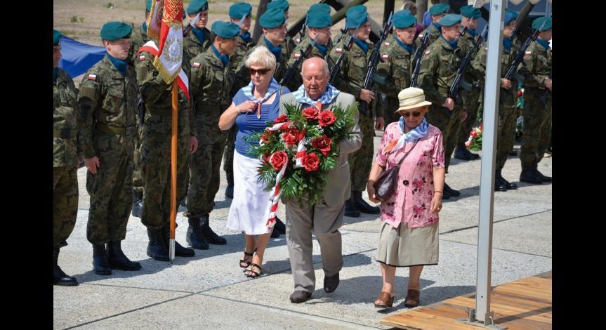 Powiększ obraz: Obchody 70. rocznicy likwidacji KL Lublin, 2014. Na zdjęciu od lewej: Jadwiga Wakulska, Zdzisław Badio, Janina Mielniczuk